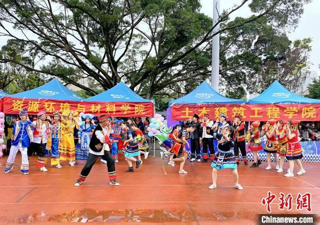 """广西大学生唱响山歌 多彩活动迎接壮族""""三月三"""""""