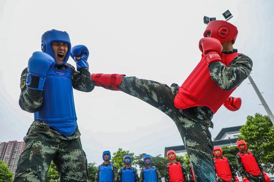 """武警广西来宾支队官兵""""拳""""力以赴 进行搏击对抗训练"""
