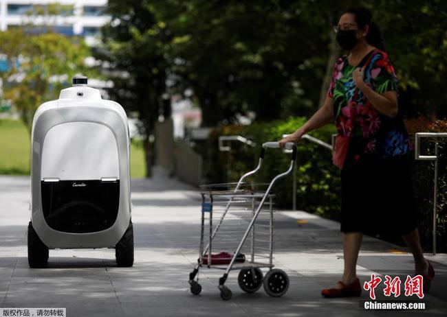 新加坡推出自动送货机器人 方便快捷