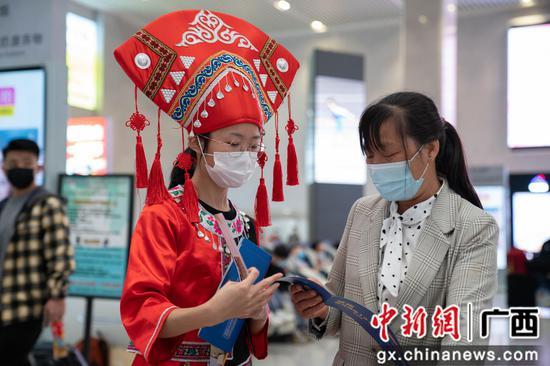 """柳州火車站""""管家式""""服務保障""""三月三""""旅客出行"""