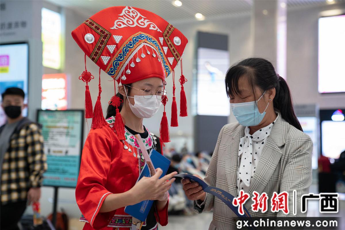 """柳州火车站""""管家式""""服务保障""""三月三""""旅客出行"""