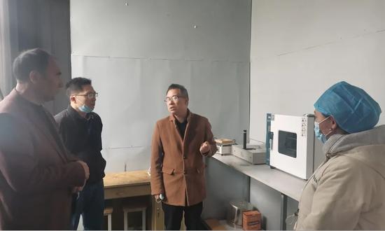 广东援疆直属队为疏附县致富带头人项目传授致富经