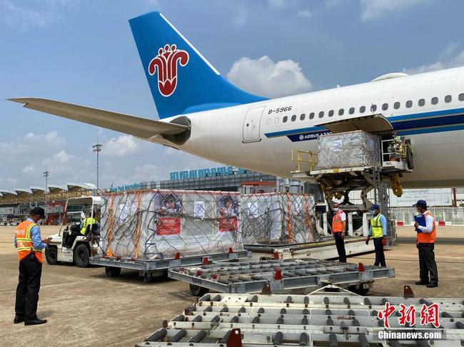 柬埔寨政府第二批商采中国科兴疫苗运抵金边