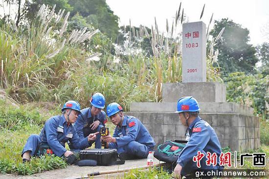 木棉花落绿叶生——记国旗巡线班第三代班长傅金荣