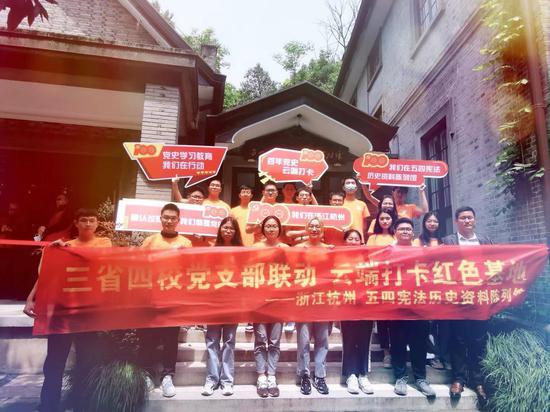 杭州电子科技大�u学师生。杭州电子科技大学提供