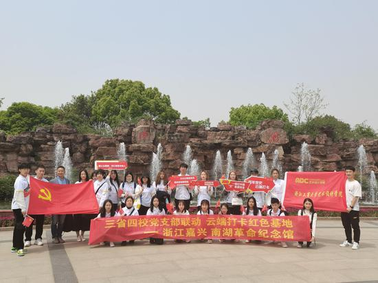 浙江工商大学艺术设计学院师生。浙江工商大学提供