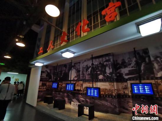 4月下旬,中新网记者走进具有百年工业发展历史的甘肃省天水市,当地用科技作包装,给冰冷的钢铁升温。 张婧 摄