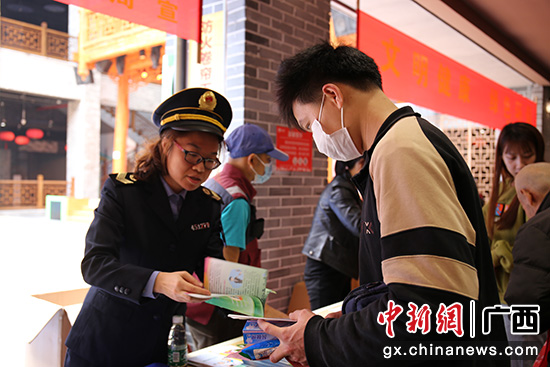 桂林阳朔县启动爱国卫生月主题宣传活动