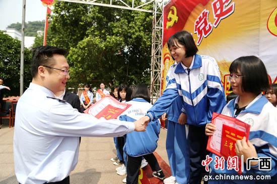 广西平乐县减税降费惠民生 银税互动助发展