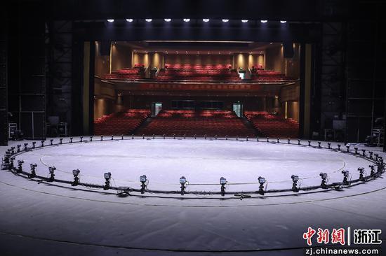 舞台现场。 陈文嫣 摄
