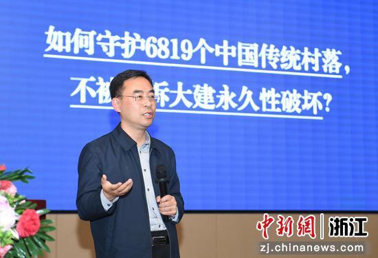 中共焦作市委常委、修武县委书记郭鹏讲述传统村落的保护。  王刚 摄