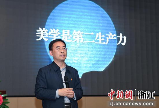 """中共焦作市委常委、修武县委书记郭鹏就""""美学是第二生产力""""开讲。  王刚 摄"""