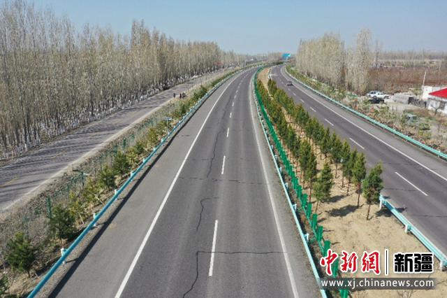 新疆伊宁至霍尔果斯高速公路百里绿色廊道工程助推乡村振兴