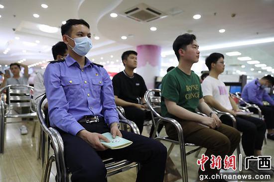 桂林工务段党委南宁客运段党委联合开展读书分享会