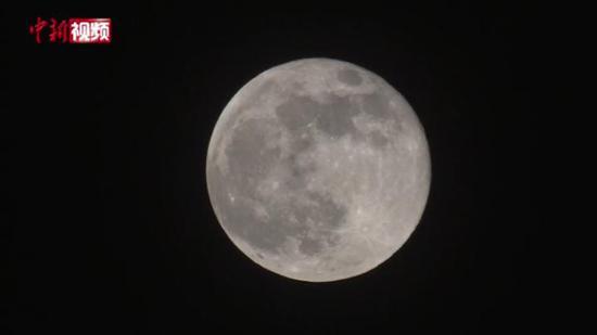 """新疆昌吉:实拍""""超级月亮""""现身天宇"""