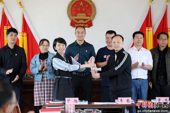 广西融安县百名新老驻村队员顺利交接