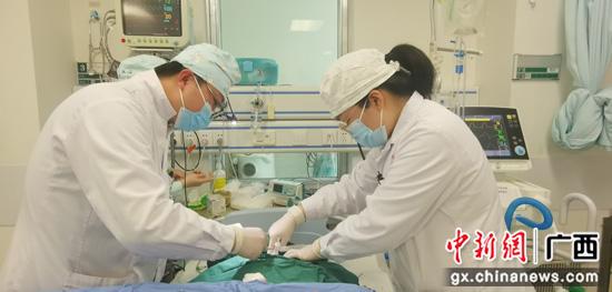 """劳动者最光荣 """"五一""""假期桂林医务人员坚守岗位"""