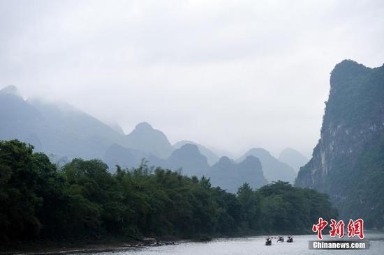 图为漓江山水风景。 中新社记者 俞靖 摄