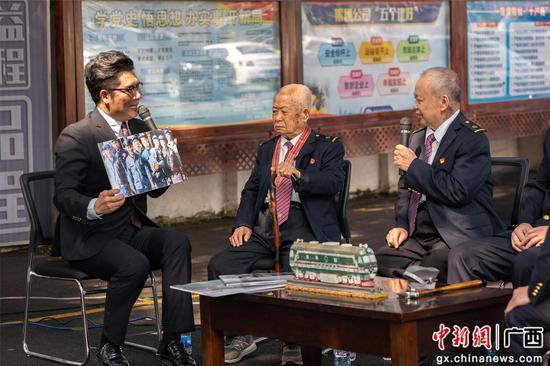 柳州机务段青年榕树下聆听五代火车司机初心传承故事
