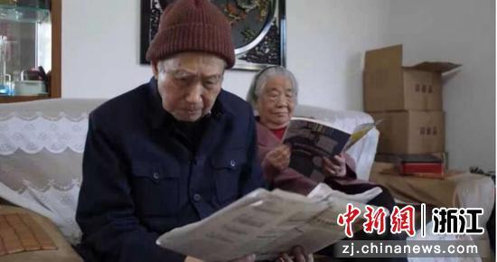 郑慧珠(右)与老伴张庆瑜(左)。陈东提供