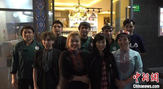 新疆女子上海创业近10年 拥有5家门店深受员工爱戴