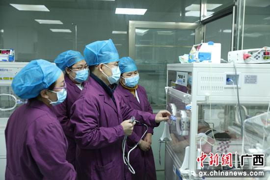 桂林:专科联盟进县城 专家义诊惠民心