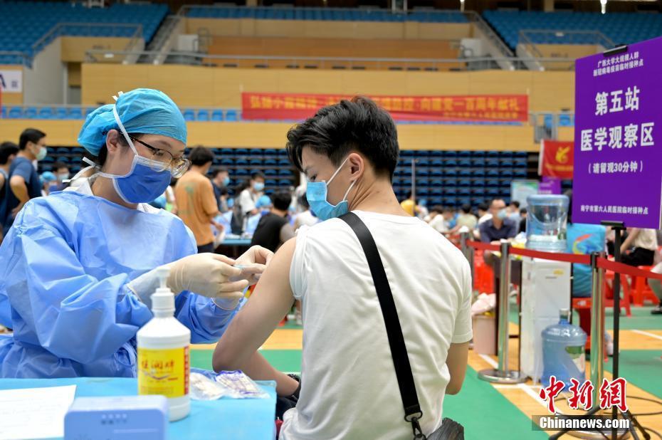 广西各高校陆续开展大规模新冠疫苗接种工作