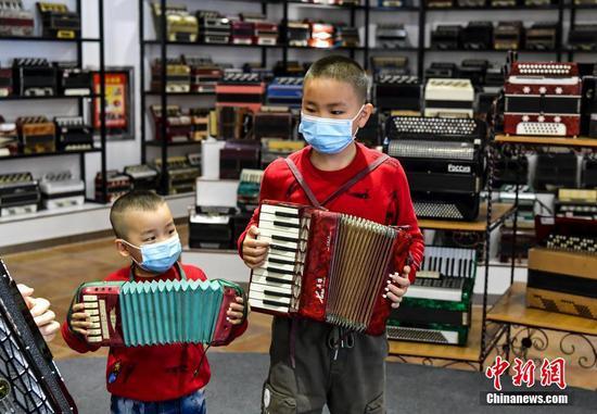 新疆伊宁手风琴博物馆成网红打卡点