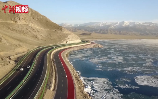 """【沿着高速看中国】新疆高速公路跑出""""自驾游""""加速度"""