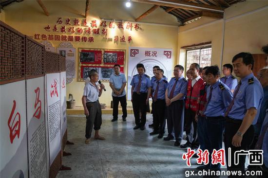 柳州铁路部门聆听抗战先辈后人讲述革命故事