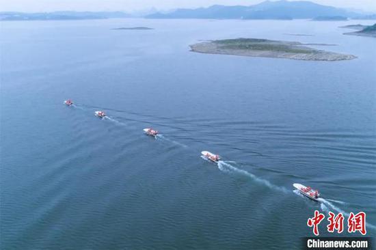 贵州武警开展水上救援训练