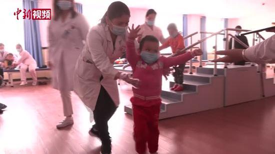新疆莎车残疾人康复中心:孩子在爱与被爱中成长