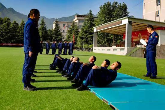 新疆森林消防总队陕西驻防队伍阶段性考核:以考促训砺精兵