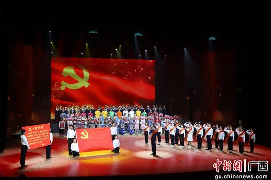 柳州各界青年展演青春紅劇慶祝建黨100周年