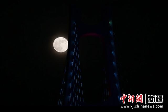 超級月亮現身新疆阿克蘇