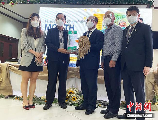 中國雜交水稻育種專家張昭東獲頒菲律賓農業部長最高榮譽獎