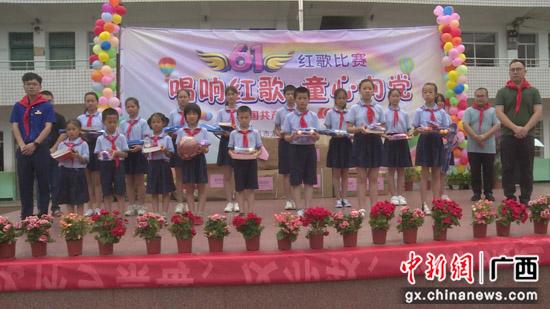 """广西荔浦开展""""童心向党 礼赞百年""""六一慰问活动"""