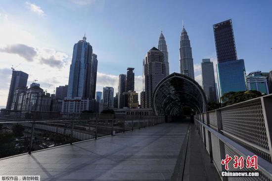 圖為馬來西亞首都吉隆坡街道上空無一人。