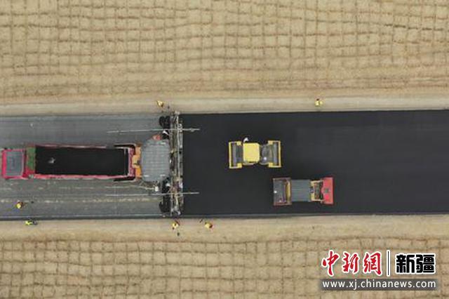 尉且沙漠公路路面施工完成1/6 預計明年5月可建成通車?