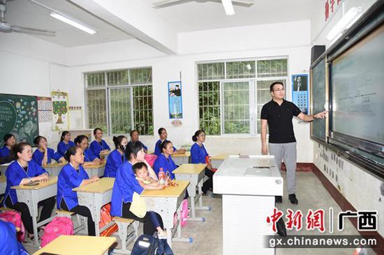 广西市场监管局党支部赴侗族村联合开展主题党日活动