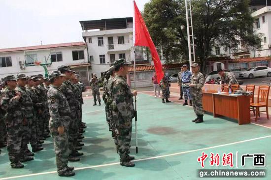 广西桂林警备区检查临桂区两江镇民兵整组工作