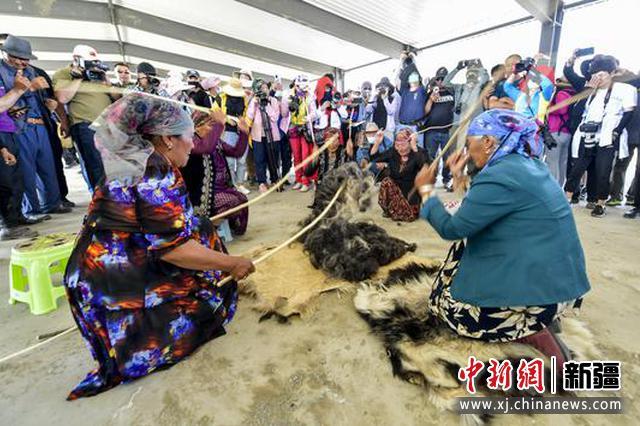 新疆福海舉辦阿勒泰羊轉場文化旅游節