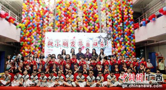 """桂林市教育局、市妇联领导""""六一""""前夕慰问幼稚园"""