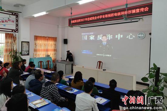 横县:多种反诈宣传形式织密全民防骗安全网