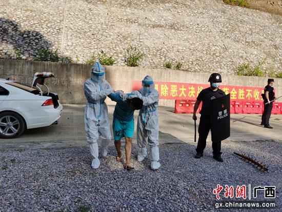 广西水口关出入境边防检查站开展应急处突演练