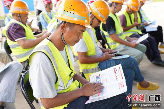 """南宁-崇左城际铁路崇左南站综合体举行""""双安""""活动启动仪式"""