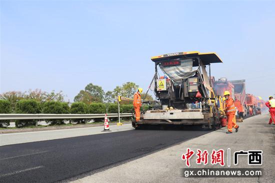 广西路建复拌就地热再生技术助力灵川至三塘高速项目大修养护