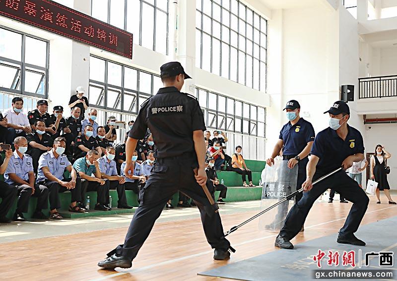 贺州平桂警方开展反恐防暴演练提高处突能力