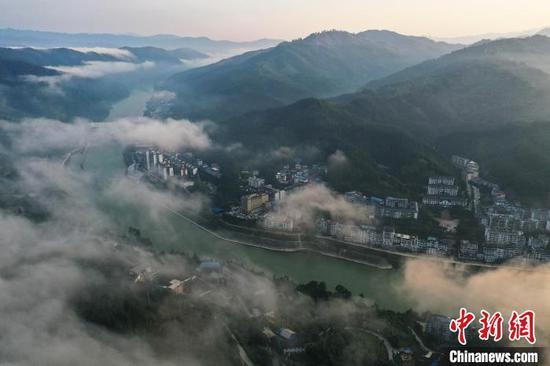 从江县丙妹镇拍摄的都柳江风光?!∥獾戮?摄