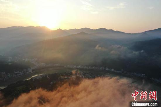 图为从江县丙妹镇拍摄的都柳江风光?!∥獾戮?摄